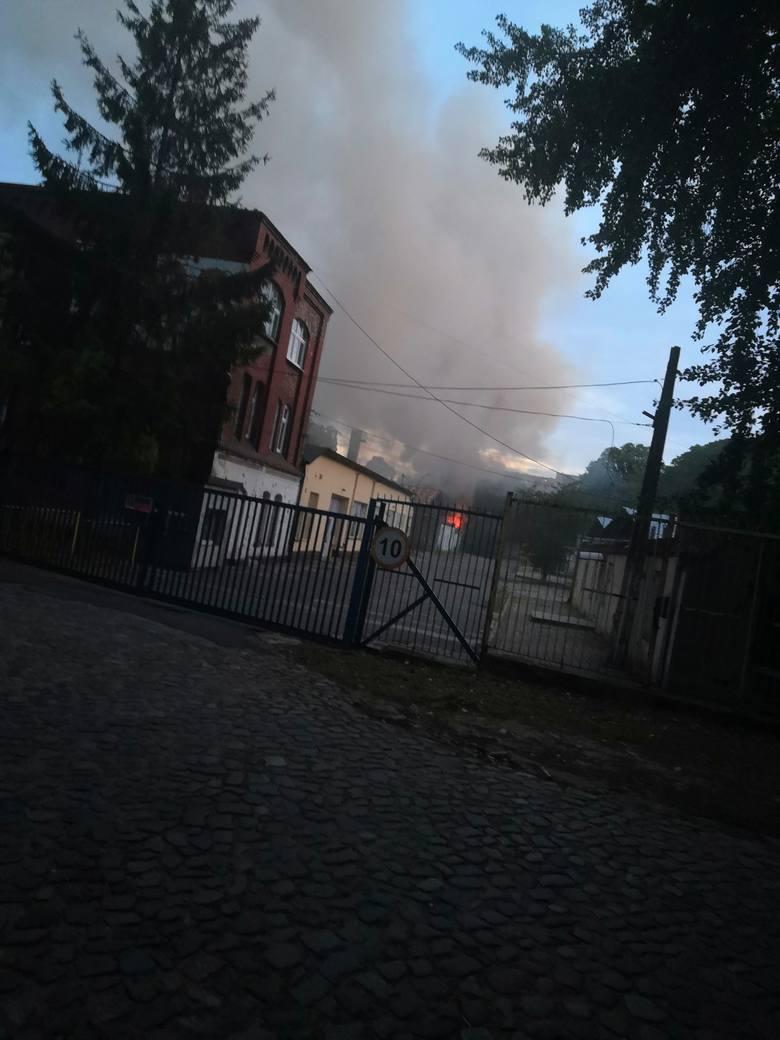 Pożar na ulicy Twardowskiego w Szczecinie. Pięć zastępów straży w akcji [WIDEO, ZDJĘCIA]