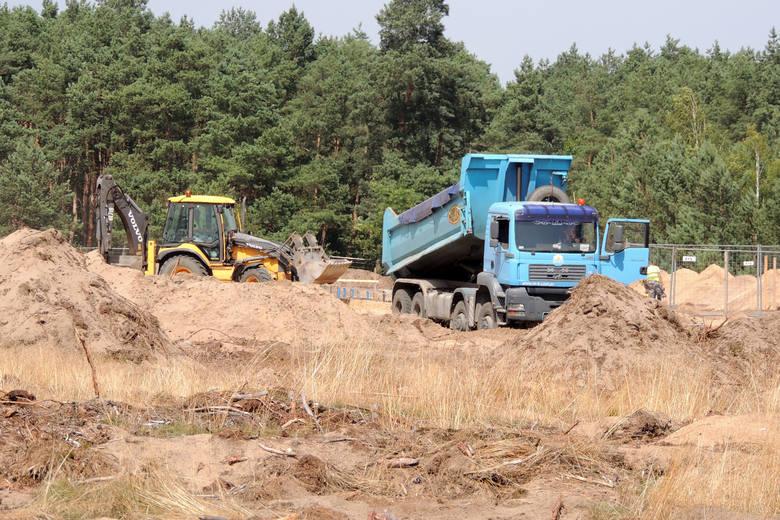 Rozkręca się budowa centrum logistycznego Grupy Neuca. Pojawia się tu coraz więcej ciężkiego sprzętu