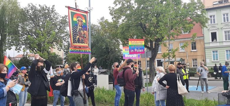 Polsko-niemiecki marsz równości idzie ulicami Słubic i Frankfurtu.