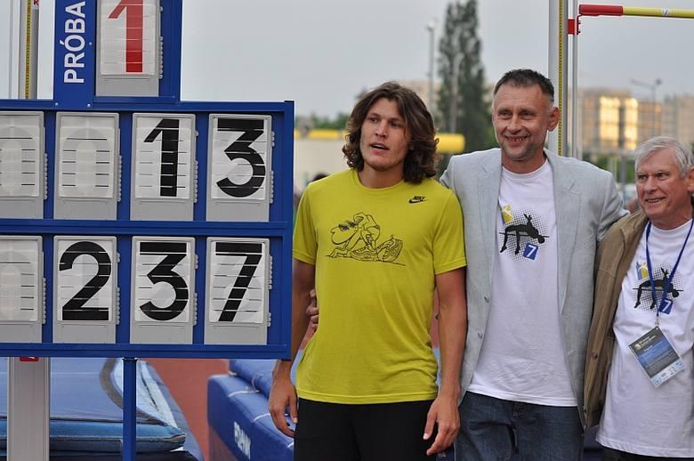 Iwan Uchow (pierwszy z lewej) miał być gwiazdą VII Opolskiego Festiwalu Skoków. I nie zawiódł. Jego 2,37 metra to rekord stadionu i najlepszy w tym roku