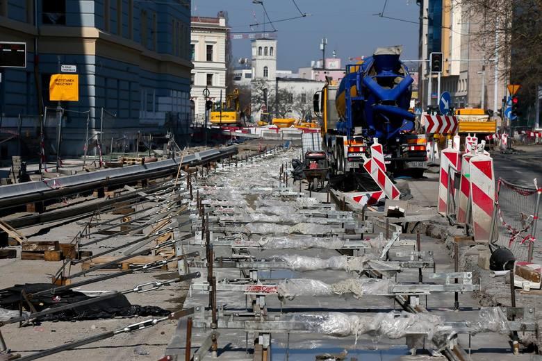 Od soboty wrocławian czekają utrudnienia w wielu miejscach w mieście. W związku z prowadzonymi inwestycjami zmiany nastąpią w rejonie pl. Orląt Lwowskich