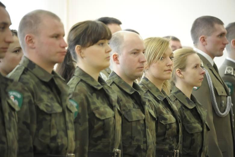 Kandydat do służby w Straży Granicznej może być przyjęty do służby, jeżeli w dniu przyjęcia nie przekroczył wieku 35 lat