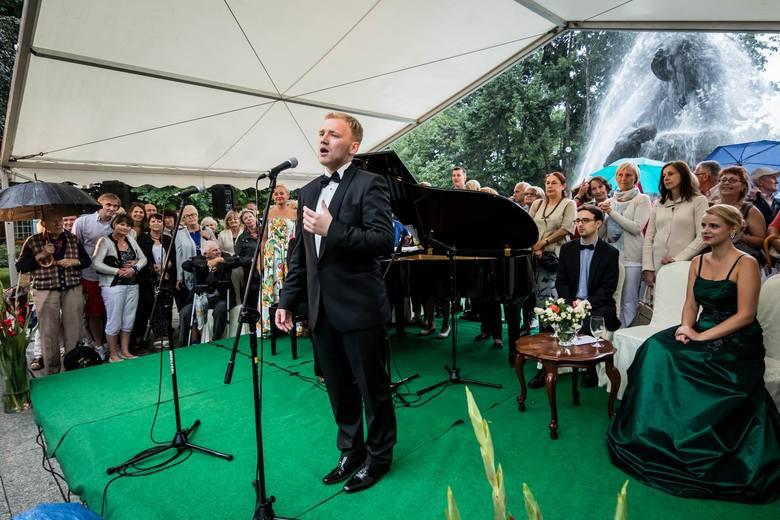 """""""Fontanna Muzyki"""" zagrała w strugach deszczu"""