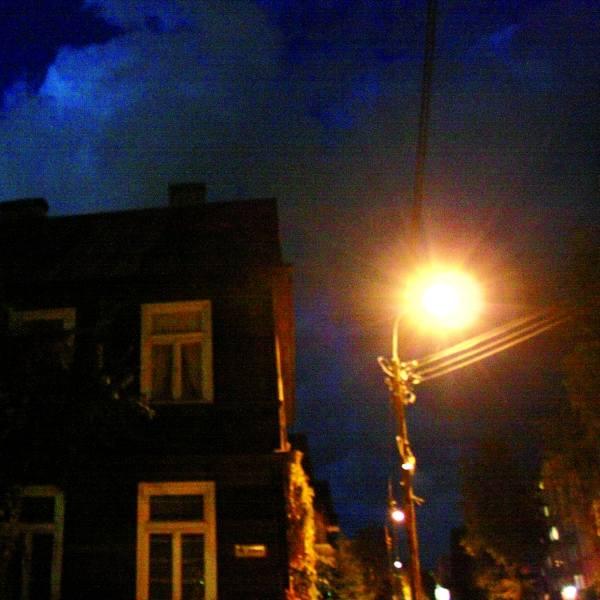 Przez kilka tygodni na skrzyżowaniu ulicy Złotej i Sobieskiego panowały ciemności. Wszystko przez awarię latarni. Okoliczni mieszkańcy nie czuli się