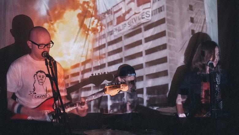 Warszawska alternatywa w Domku GrabarzaGuilding Lights, SKY i Bibi zagrają w Domku Grabarza 19 sierpnia. Guiding Lights założyli Asia, Łukasz i Piotrek