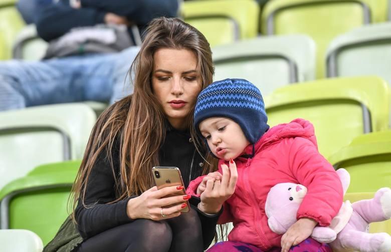 Piłkarze Lechii Gdańsk mają urocze fanki. One też ściskają kciuki za biało-zielonych i czekają na powrót na stadiony [GALERIA]