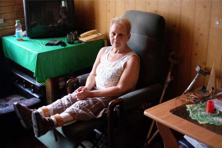 Mieszkanka Swarzędza cierpi na chorobę Heinego-Medina. Coraz trudniej poruszać jej się samej.