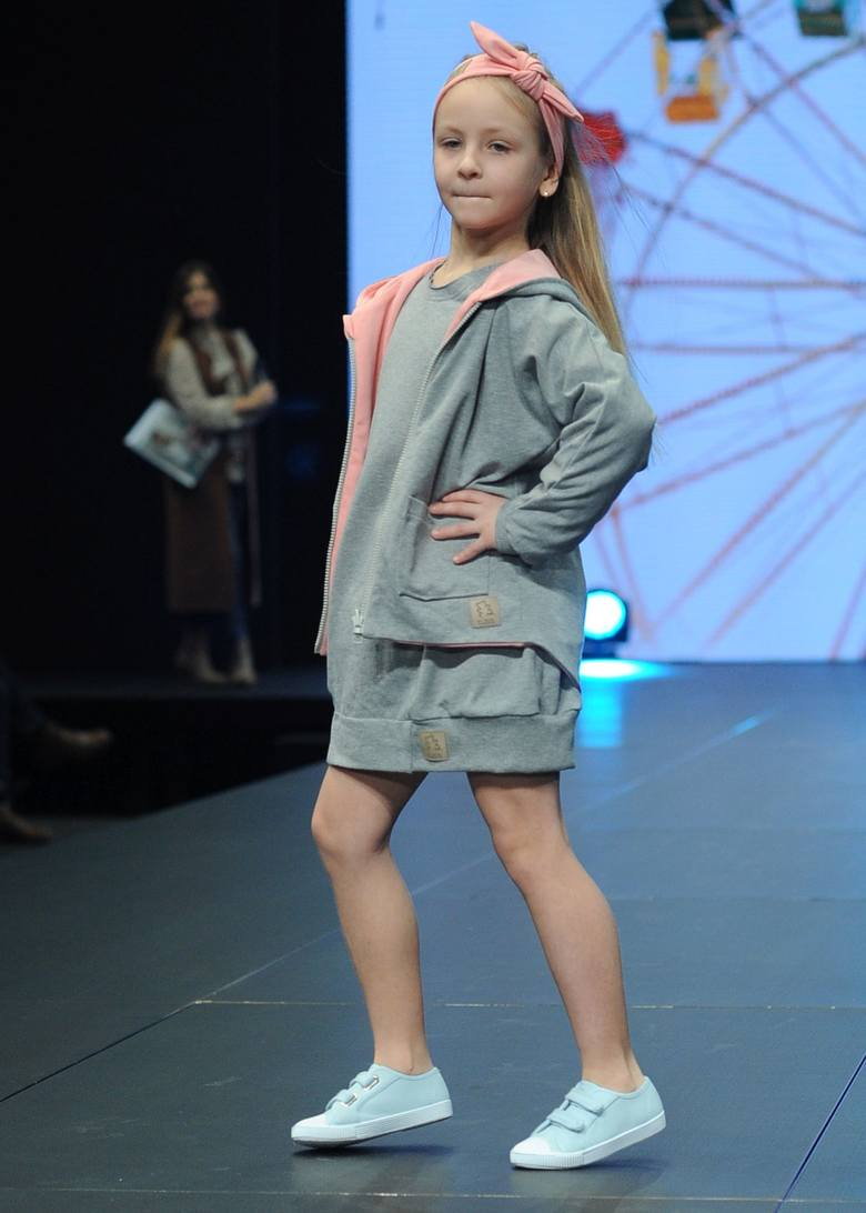 Pokaz mody dziecięcej