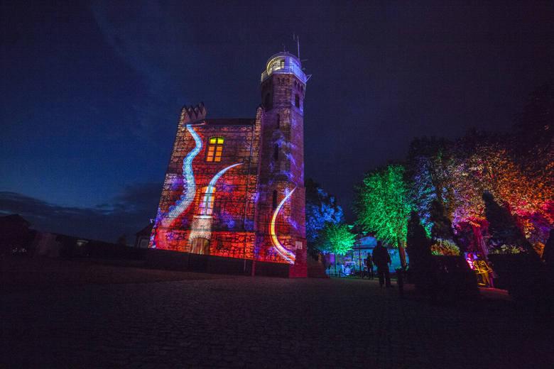 W sobotę w Ustce odbyła się pierwsza edycja imprezy plenerowej pod nazwą Grand Lubicz Festiwal Światła. Imprezę rozpoczął występ DJ Lone/Rassalska oraz