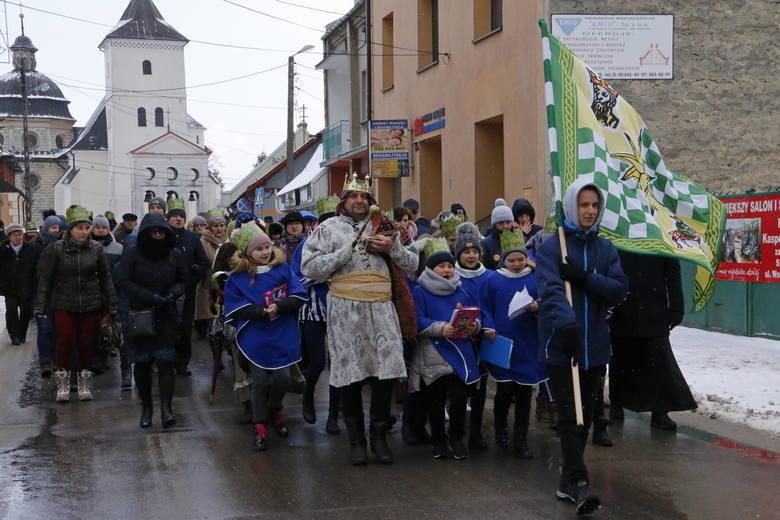 W niedzielę 6 stycznia przez Staszów tradycyjnie przeszedł orszak Trzech Króli. Zakończyło go wspólne kolędowanie na staszowskim rynku. >>>WIĘCEJ