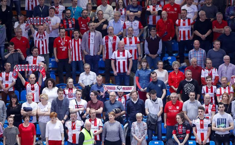 Komplet publiczności na meczu Asseco Resovii z ZAKSĄ. Zdjęcia w dużej rozdzielczości