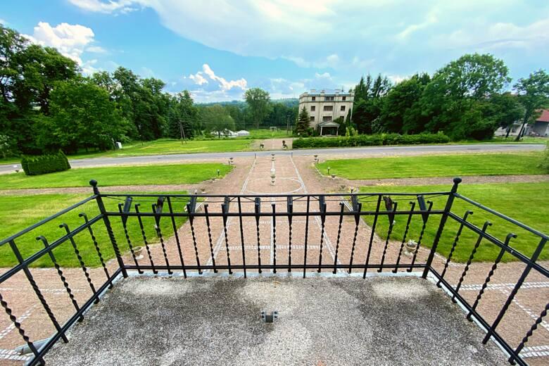Luksusowy pałac w Małopolsce trafił na licytację komorniczą! Zobacz wnętrza i poznaj historię pałacu w Paszkówce 18.06.2021