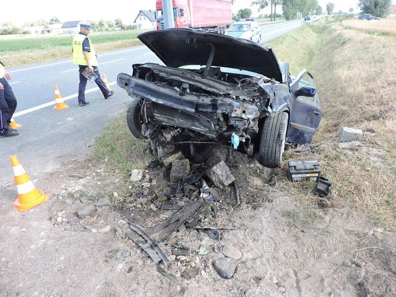 Włocławscy policjanci, pod nadzorem prokuratora, wyjaśniają  okoliczności wypadku drogowego. Do zdarzenia doszło w m. Siutkowo (gm. Lubanie) na drodze