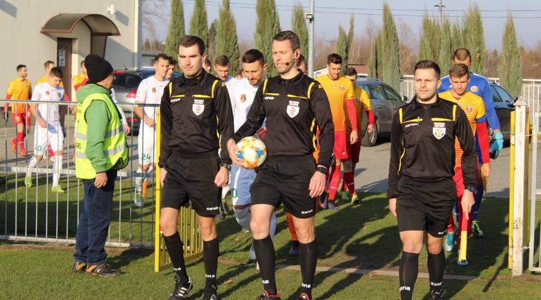 Piłkarze Stali pokonali Znicz Pruszków 2:1, mimo że po pierwszej połowie przegrywali