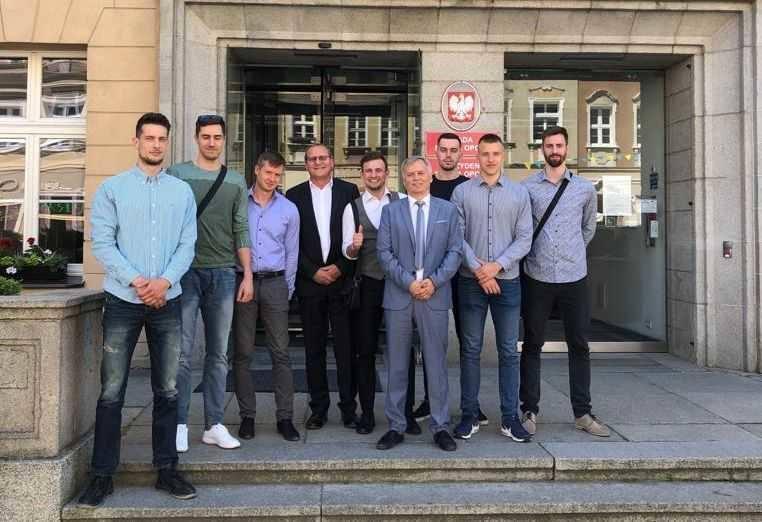 W kadrze na włoski turniej znaleźli się studenci WSZiA: Piotr Łukasik, Kamil Semeniuk, Bartłomiej Lipiński, Patryk Niemiec, Łukasz Kozub, Damian Domagała,