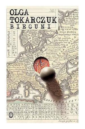 """""""Bieguni"""" (2007)Olga Tokarczuk zabiera czytelników w niezwykłą podróż: od dawnych sułtańskich pałaców, przez XVII-wieczne gabinety osobliwości, po współczesne"""
