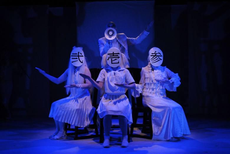 """Tak wielkiej scenografii, jaka pojawi się w spektaklu  """"Wskazówki dla poddanych"""",  nie było dotąd w Gdańskim Teatrze Szekspirowskim."""
