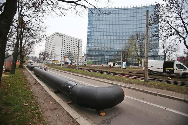 Tak powstaje torowisko tramwajowe na Nowy Dwór