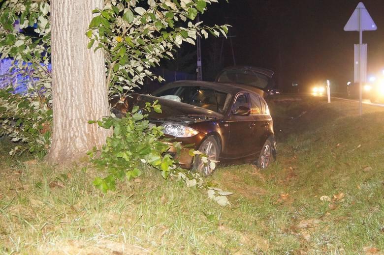 Jak udało się nam dowiedzieć, kierowca osobowego BMW miał ukraść paliwo i nie zatrzymać się do policyjnej kontroli. Mężczyzna jechał ze strony Sławna