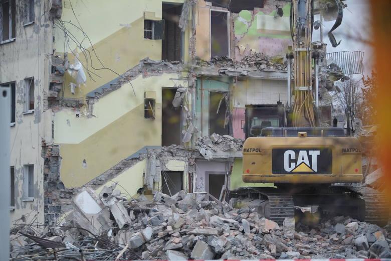 Rozpoczęło się wyburzanie budynków przy ul. Naramowickiej i Sarmackiej w Poznaniu. Wiosną rozpocznie się tutaj budowa trasy tramwajowej na Naramowice.Przejdź