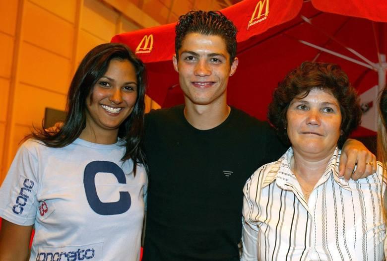 12 sierpnia 2003 roku Alex Ferguson zdecydował się wydać na zakup Cristiano Ronaldo 12 milionów funtów. Nikt nie wróżył wówczas skrzydłowemu tytułu najlepszego