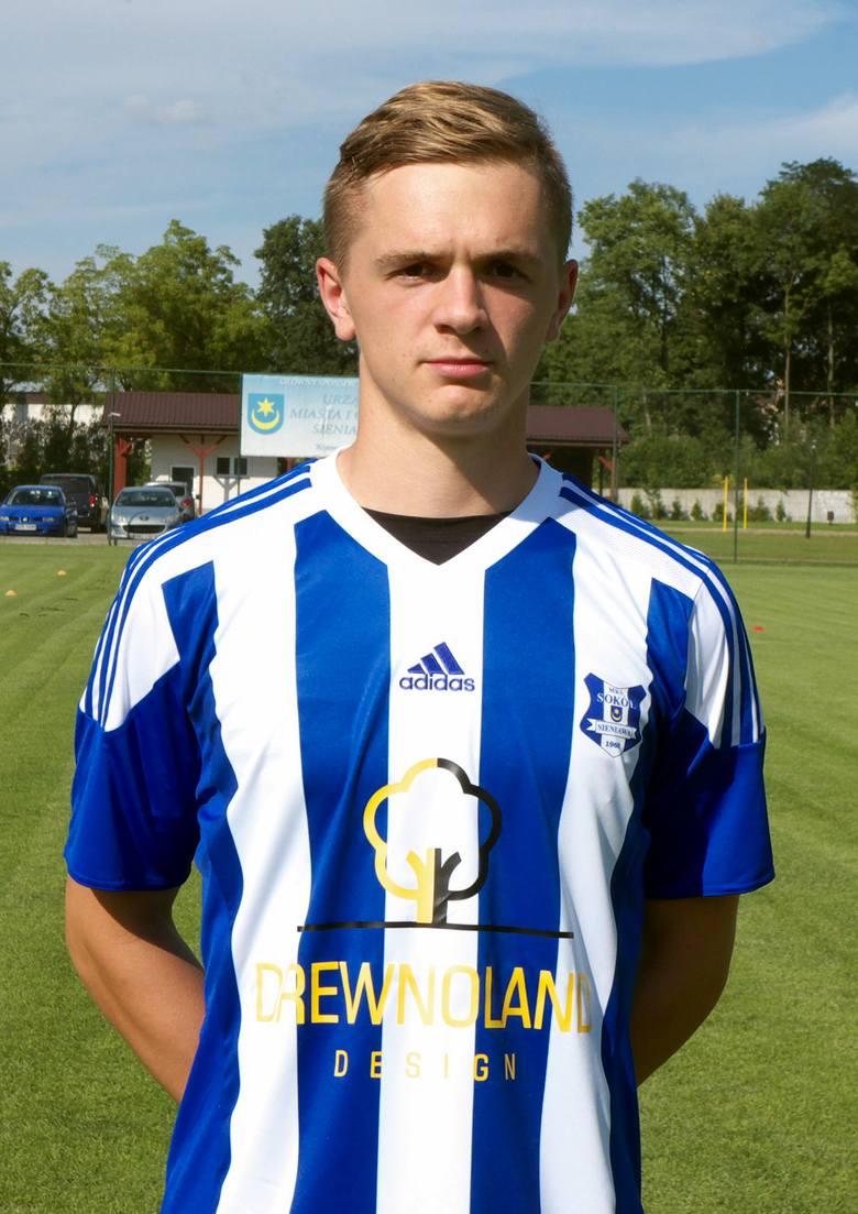 Dominik Ochał w stroju Sokoła.