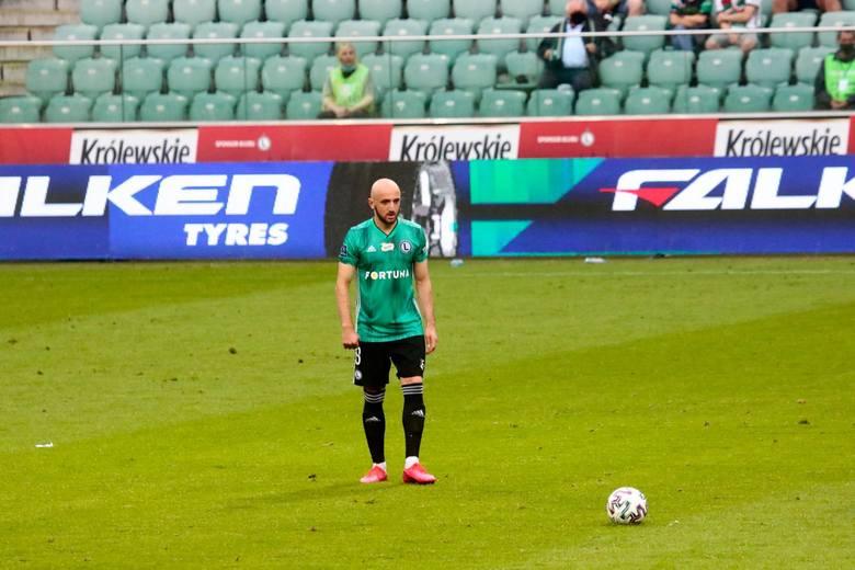 Legia nie przedłużyła kontraktów z bramkarzem Radosławem Cierzniakiem, prawym obrońcą Marko Vesoviciem, stoperem Igorem Lewczukiem, pomocnikiem Walerianem