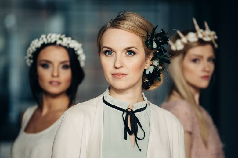 Ptaszarnia to wiodąca w Polsce pracownia, w której wytwarzane są ozdoby i dodatki ślubne takie jak wianek ślubny, opaska ślubna, bukiet ślubny czy dekoracje sali weselnej. Wianki powstają głównie ze sztucznych kwiatów i innych komponentów o florystycznej proweniencji. Projekty często zawierają...