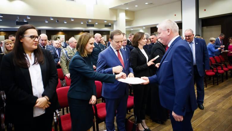 Ponad stu wójtów, burmistrzów, prezydentów i samorządowców z Podkarpacia spotkało się w piątek w Rzeszowie z ministrami i parlamentarzystami. Celem było