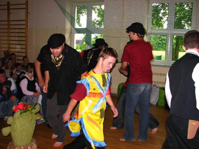 Dzieci z Zuzeli w Dniu Dziecka bawily sie z poslem