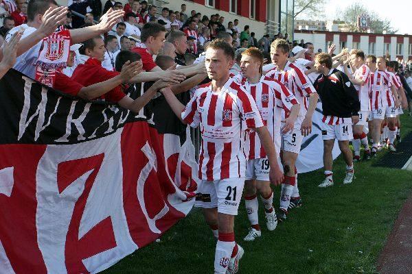 <strong>Resovia – Stal Rzeszów 3:0 (1:0)</strong><br /> <strong>Bramki</strong>: Kusiak 23, Kamiński 82, Wiktor 89.