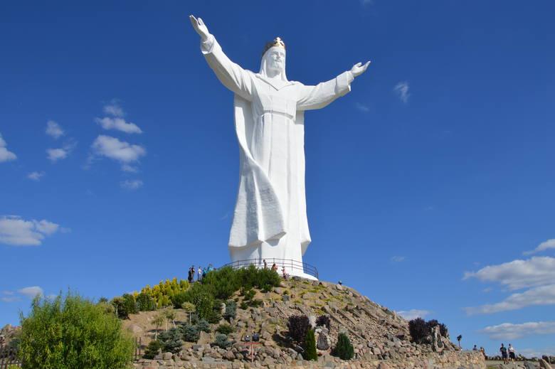 Figura Chrystusa Króla ze Świebodzina znów stała się sławna. To wszystko przez anteny, zamontowanie w koronie.