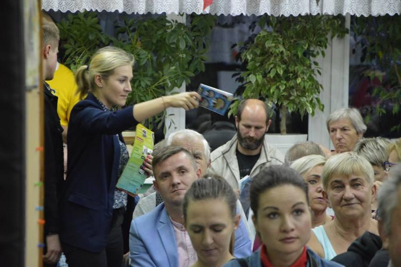 Łowicz: Mieszkańcy przeciwko budowie kościoła na miejskiej działce na osiedlu Górki. W Łowiczu mieszkańcy nie chcą kościoła 17.10.2019