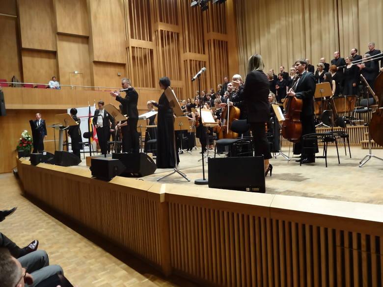 Sinfonietta Polonia, Neue Berliner Chor, soliści i dyrygent Wojciech Rodek podczas berlińskiego koncertu.