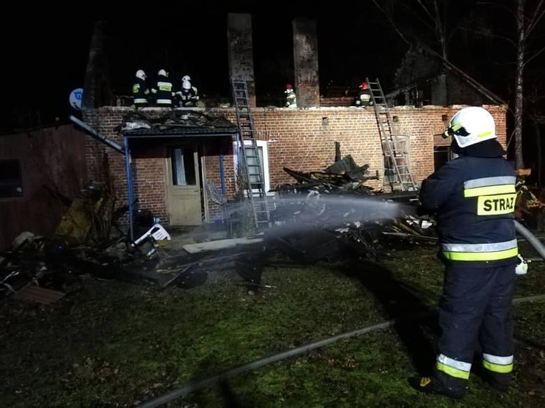 Do groźnego pożaru doszło w nocy z piątku na sobotę (z 17 na 18 stycznia) w miejscowości Barycz (gm. Dobroń, pow. pabianicki).Czytaj więcej i zobacz