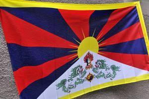 Stowarzyszenia Centrum Teorii i Praktyki Demokracji oraz NZS 80 do tej pory rozdały 60 tybetańskich flag Fot. Urząd Marszałkowski
