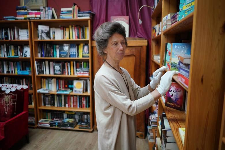 """Krystyna Adamczak, założycielka księgarni """"z Bajki"""", przyznaje, że sytuacja jest trudna"""