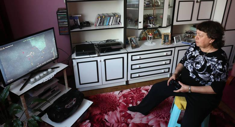 Bogumila Bartnik. 66 letnia blogerka, malarka, hafciarka i fanka gier na konsoli playstation