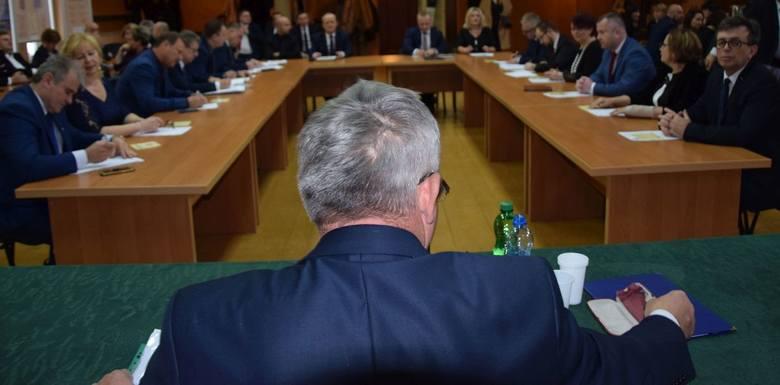 Nowa władza w powiecie włoszczowskim wybrana. Dariusz Czechowski starostą