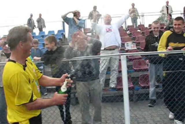 Po meczu z Unią Wąbrzeźno szampan lał się strumieniami