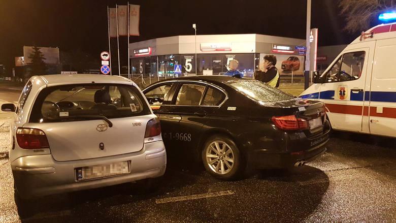 Wypadek na Rzgowskiej. Kierowca warszawskiej taksówki zderzył się z toyotą