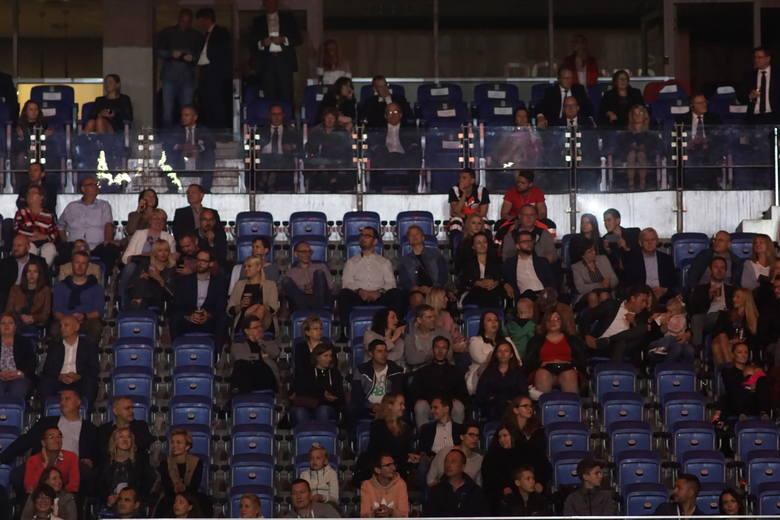 W sobotę wieczorem na stadionie miejskim w Poznaniu odbyła się impreza z okazji 25-lecia zakładów Volkswagen Poznań. Kilkanaście tysięcy widzów mogło zobaczyć pokazy multimedialne i występy gwiazd polskiej sceny muzycznej. Zobaczcie jak bawili się uczestnicy!<br /> <br />...