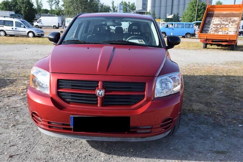 Dodge Caliber - rok produkcji 2008 z silnikiem o pojemności 2.0 benzyna i mocy 157 KM. Stan licznika 135 tys. km. Cena 19 900 złotych