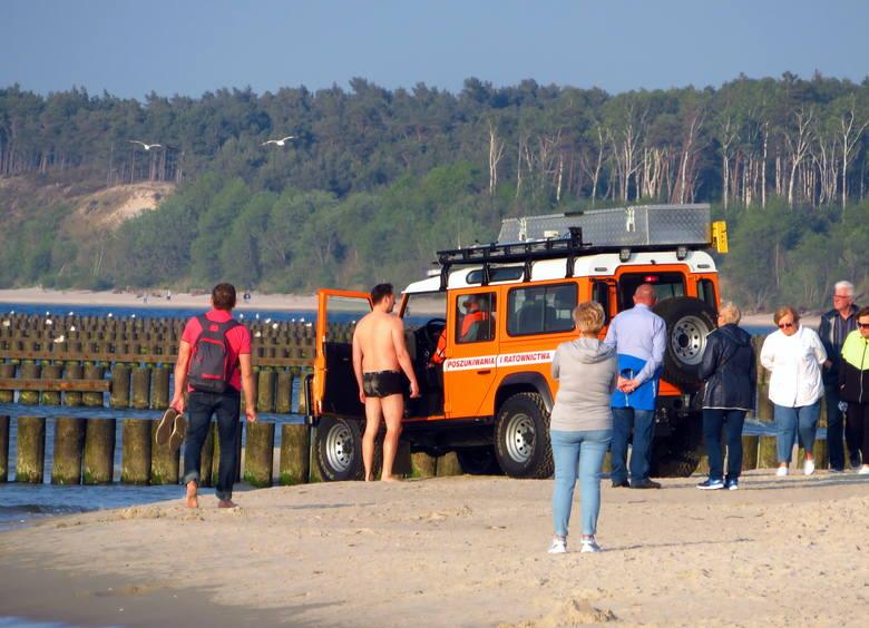 Dzisiaj przed godziną 19: 00  Brzegowa stacja Ratownictwa wodnego dostała telefon, że ktoś topi się  na plaży naprzeciwko ul. Kopernika. Natychmiast