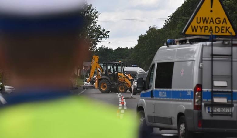 Dzisiaj tuż przed godziną 9 w Toruniu na skrzyżowaniu Szosy Chełmińskiej z ul. Wodociągową doszło do tragicznego wypadku. Jadąca Szosą Chełmińską maszyna