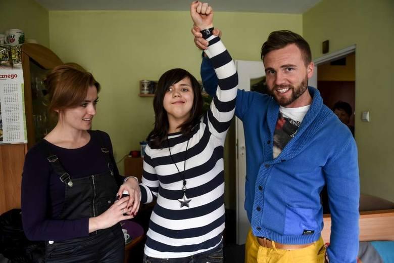 Ola zaprzyjaźniła się ze swoimi fizjoterapeutami Dominiką Krzyszkowiak i Mateuszem Brodowiakiem. Wybiera się na ich ślub, który  odbędzie się w kwietniu.
