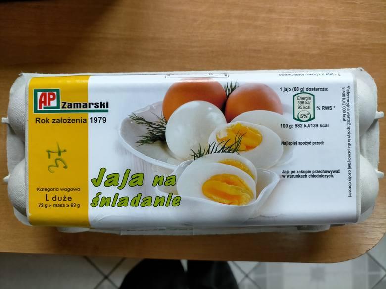 Na podstawie badań przeprowadzonych przez Państwową Inspekcję Sanitarną stwierdzono obecność pałeczek Salmonella spp. na powierzchni skorupek jaj określonych