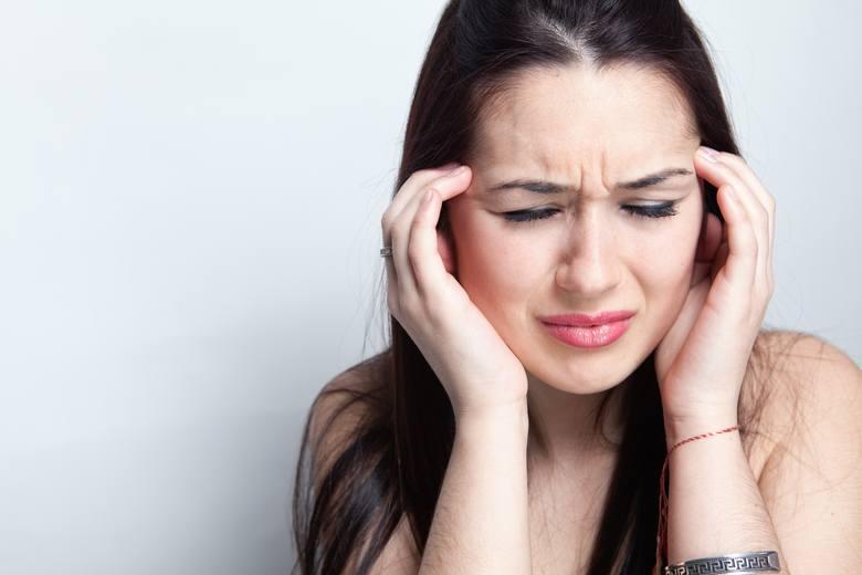 Ból głowy to dla wielu osób nieodłączna cena funkcjonowania w nienaturalnych godzinach, ale związane z tym faktem zaburzenie fazy REM snu zwiększa również