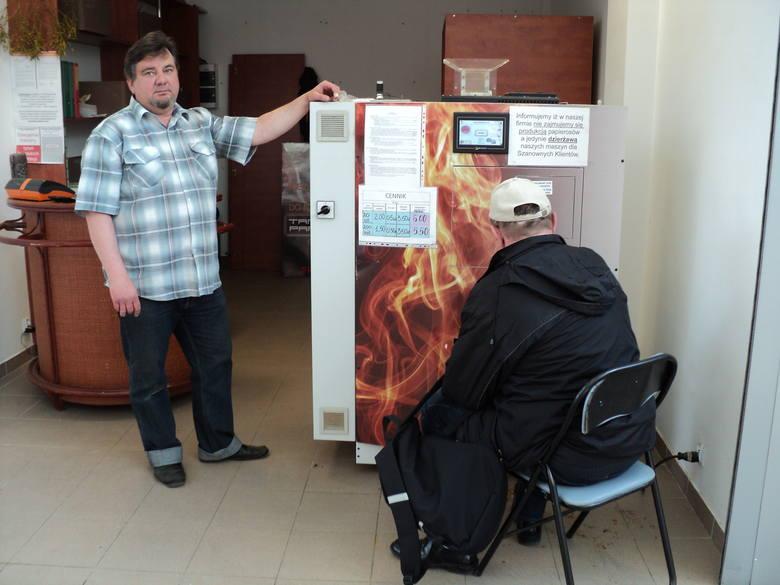 Celnicy oddali maszynę do tanich papierosów. Po siedmiu miesiącach! [zdjęcia]