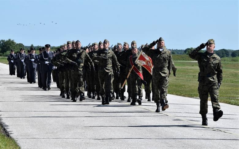 Na lotnisku wojskowym w Latkowie odbyła się uroczysta zbiórka z okazji Święta 56. Bazy Lotniczej. Z tej okazji wyróżniający się żołnierze otrzymali nominacje